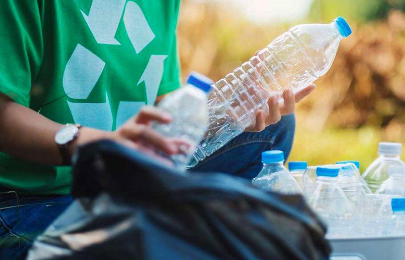 Protéger l'environnement en recyclant les déchets plastiques